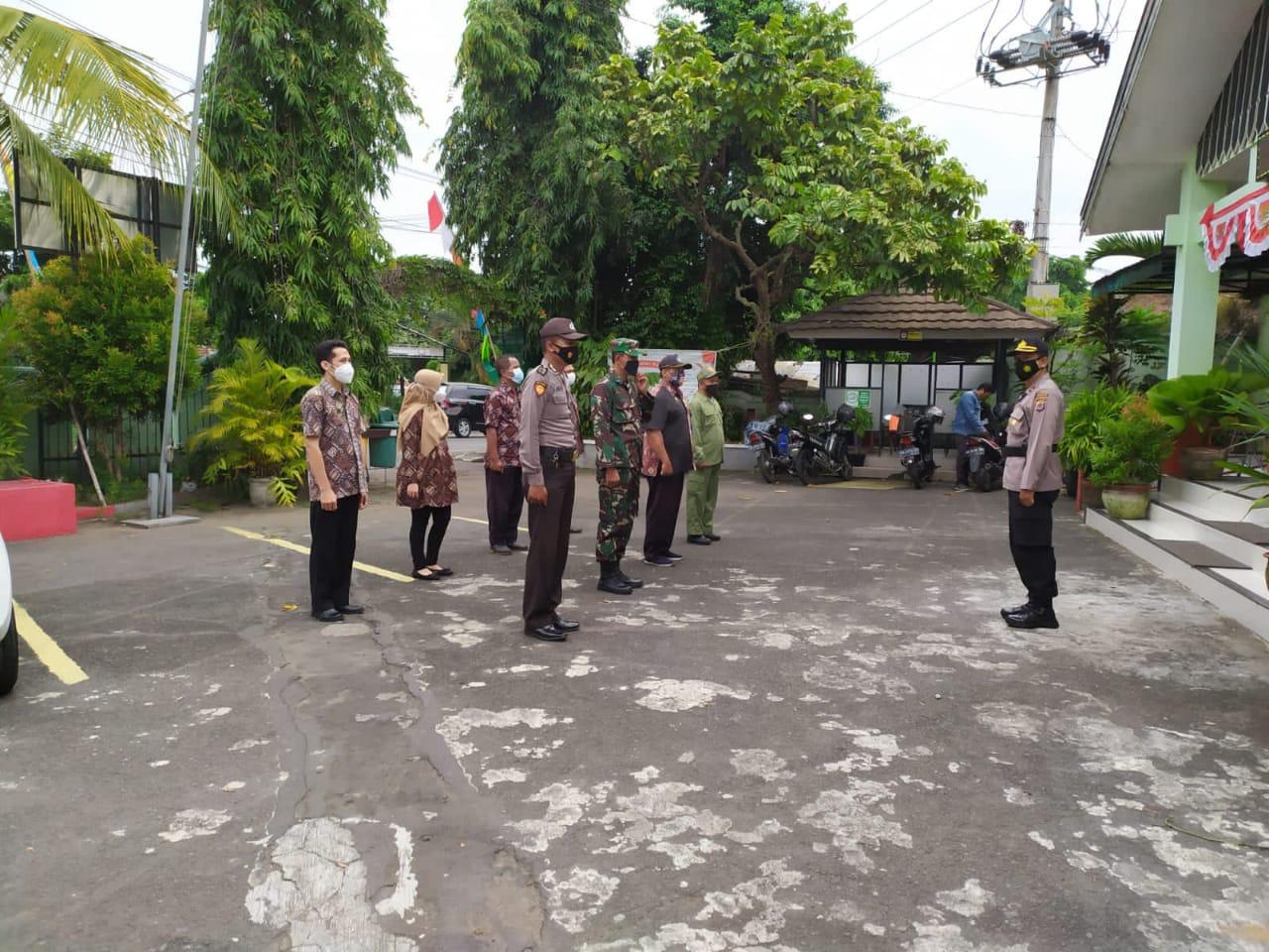 Penerapan PPKM Level 4 di Wilayah Kelurahan Pringgokusuman Kemantren Gedongtengen