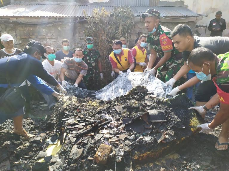 Kerja Bakti Pembersihan Lokasi Kebakaran RT 55 RW 16
